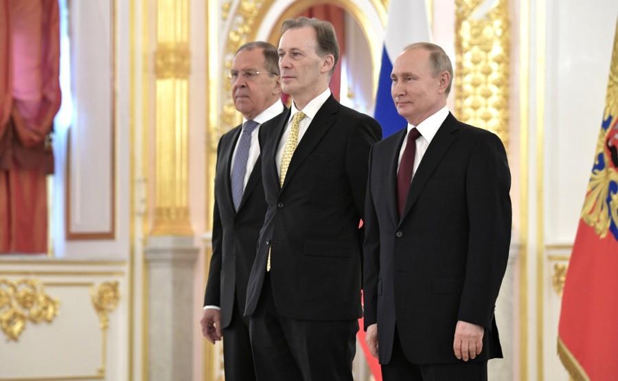Graeme Leslie Meehan (Australia) presents his letter of credence to Vladimir Putin. N 4 J9BCgSdacAWGpJVdJ0MZhVqpwYbpAZys