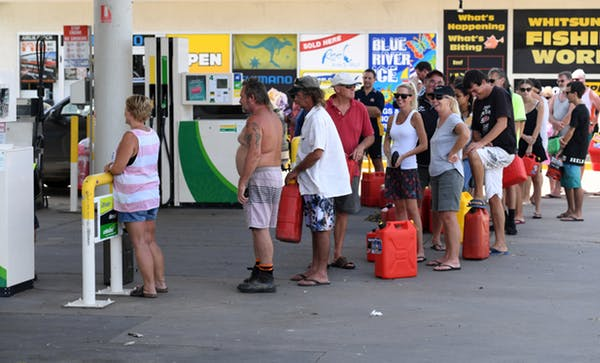 people queue for petrol at Airlie Beach in March 2017 after Cyclone Debbie. Dan Peled AAP