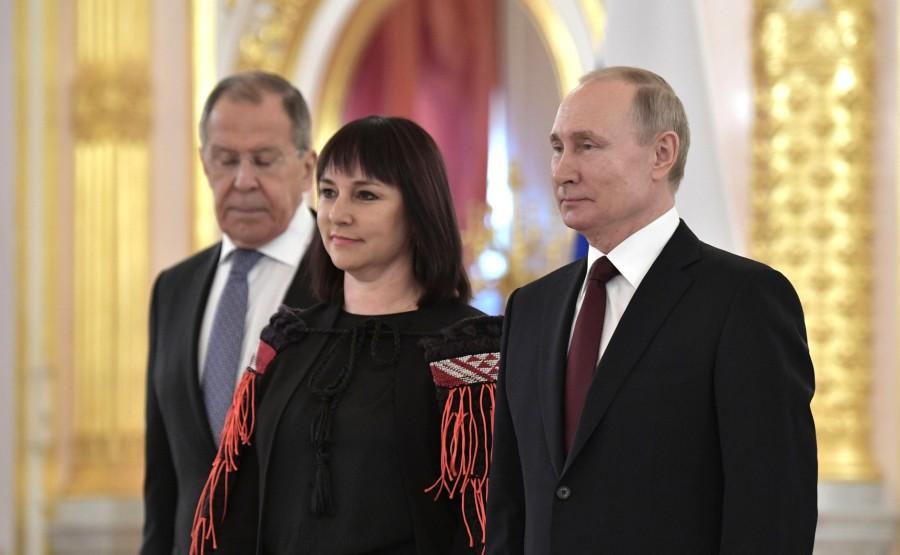 Si'alei van Toor (New Zealand) presents her letter of credence to Vladimir Putin. N 21 AMcxwadV2LmR4Fklp29pAvdujdgqC3AZ