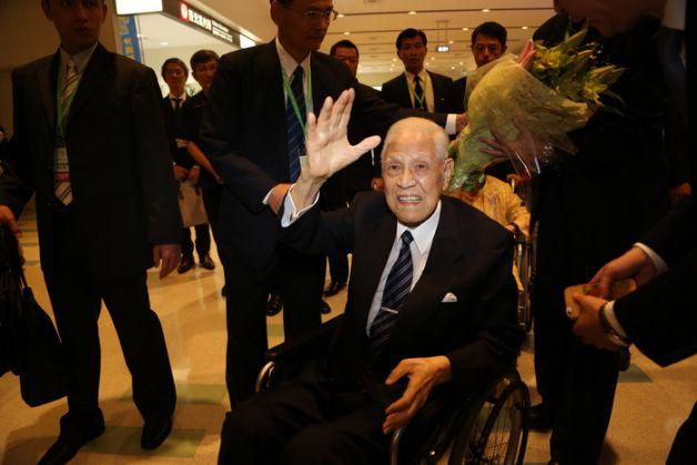 TAIWAN L'ancien président Lee Teng-hui arrive aux îles japonaises d'Okinawa (photo CNA) Lee