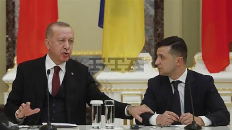 TURQUIE UKRAINE lundi 3 février2020 à Kiev avec son homologue ukrainien, volodymyr Zelenskiy, le président turc, Recep Tayyip Erdogan, 4bv6fe1fb7bb731laol_800C450