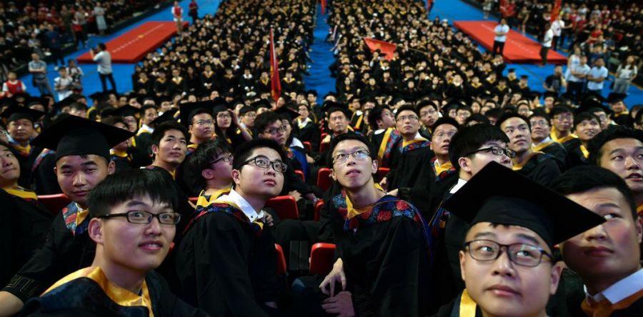 Cérémonie de remise des diplômes à l'Université Huazhong des sciences et technologies à Wuhan, dans la province du Hubei, le 20 juin 2017 STR AFP 000_pr6bx