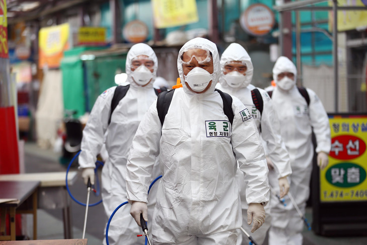 Coree-Sud-mobilise-larmeedesinfecter-zones-touchees-coronavirus-2-2020-Daegu_0_729_486