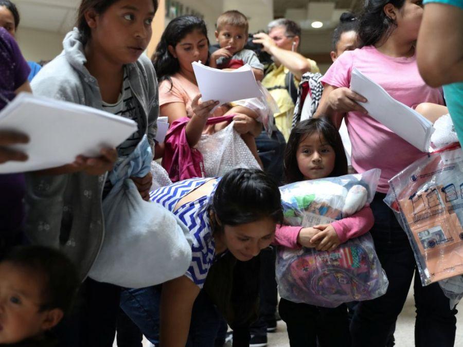 cover-r4x3w1000-5b2e190de5ef1-migrants-aux-usa-des-parents-en-quete-de-leurs-enfants