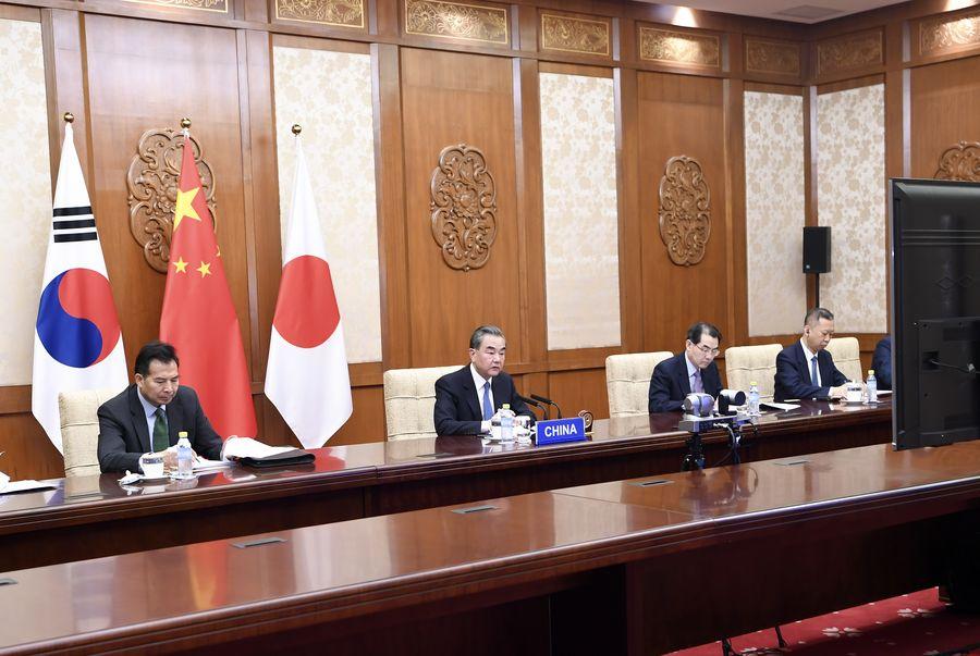Le conseiller d'Etat et ministre chinois des Affaires étrangères le ministre des Affaires étrangères de la République de Corée, Kang Kyung-wha, et le ministre ja138899985_15847117518921n