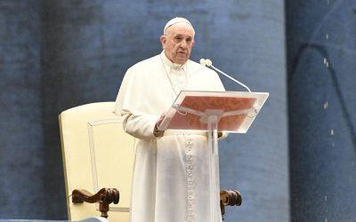 Pape-François-veillée-de-prière-du-27-mars-2020-400x250