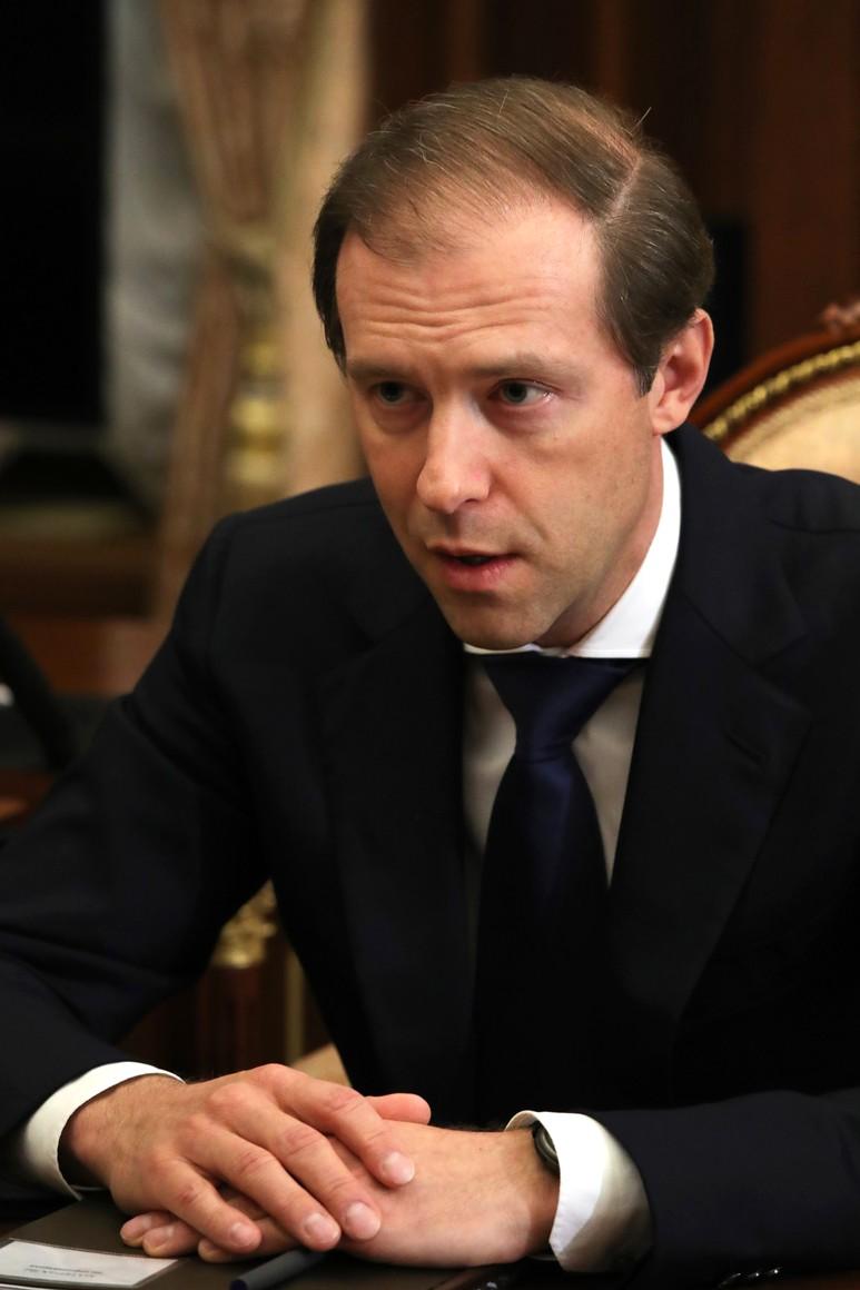 russie 2 SUR 4 Avec le ministre de l'Industrie et du Commerce Denis Manturov. 7fAjZX7Fuiy7givzCuAwXzEhlsfBBXyQ
