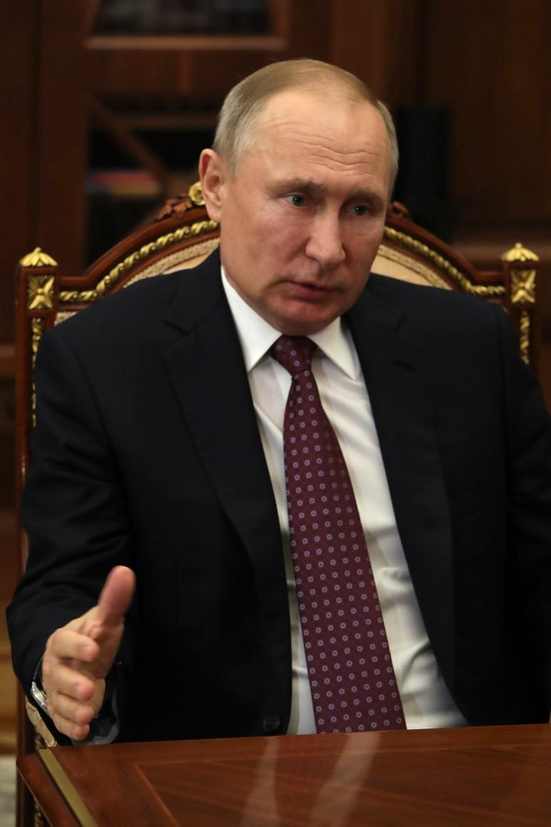 russie 3 SUR 4 Avec le ministre de l'Industrie et du Commerce Denis Manturov. jl0AG0U9rgRuFtIPgM4tbbsmKjM9vxgV