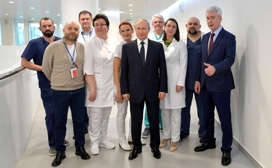 RUSSIE PH 10 SUR 12 Lors d'une visite dans un hôpital de la ville de Kommunarka près de Moscou destiné aux patients suspects d'infection à coronavirus. GG2siA1KAzzfiGSYMuyQIXDAUBOho0xS