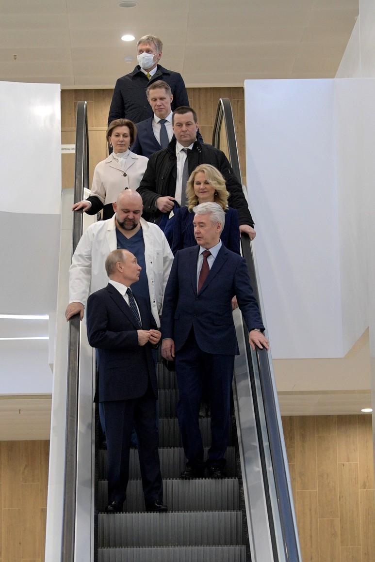 RUSSIE PH 12 SUR 12 Lors d'une visite dans un hôpital de la ville de Kommunarka près de Moscou destiné aux patients suspects d'infection à coronavirus. dm2awFUYlA41wAQkfUw4LTWf9Cy7HJza