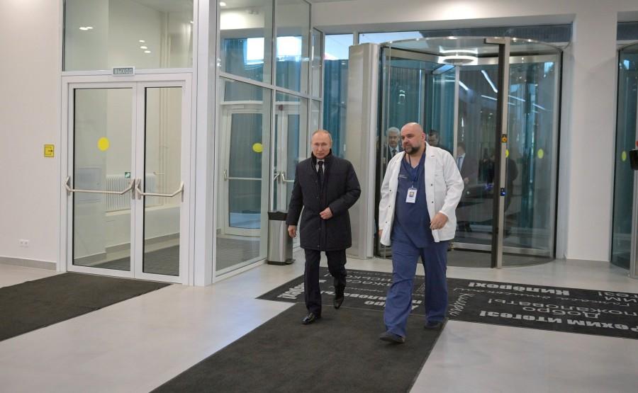 RUSSIE PH 2 SUR 12 Avec le médecin-chef de l'hôpital clinique municipal n ° 40 du service de santé de Moscou Denis Protsenko. 4MQmdokC2gOG9kvVAIaRZjS3KBvFApRV