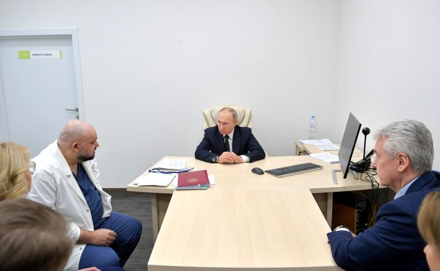RUSSIE PH 6 SUR 12 Lors d'une visite dans un hôpital de la ville de Kommunarka près de Moscou destiné aux patients suspects d'infection à coronavirus. 2sDZG7anaFuPvZ32vtXSLO5loAs0PMI9