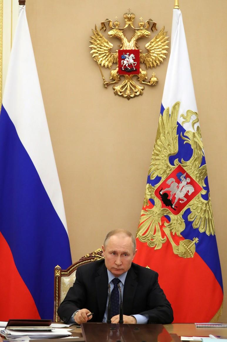 RUSSIE PH 8 SUR 8 Président POUTINE lors d'une réunion avec des membres gouvernementaux.AUCmMO2xx0wc8L5s3A8iabis4UNAytwr