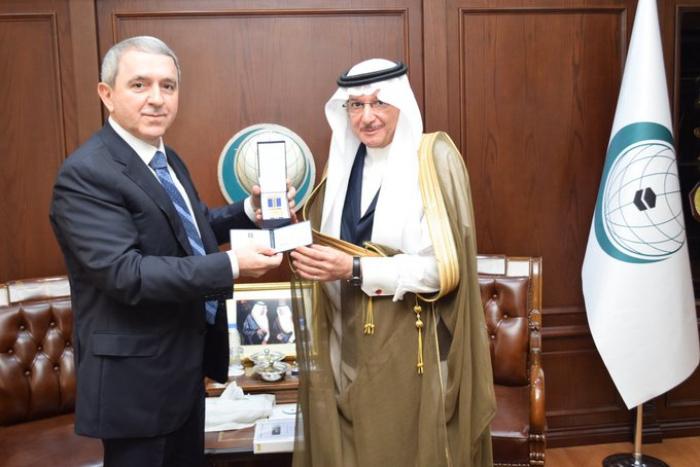 Shahin Abdullayev, ambassadeur de la République d'Azerbaïdjan auprès du Royaume d'Arabie saoudite et Représentant permanent de l'Azerbaïdjan auprès de l'OCI, s'est entretenu le 13 octobre 2019 1Lv-1571121697