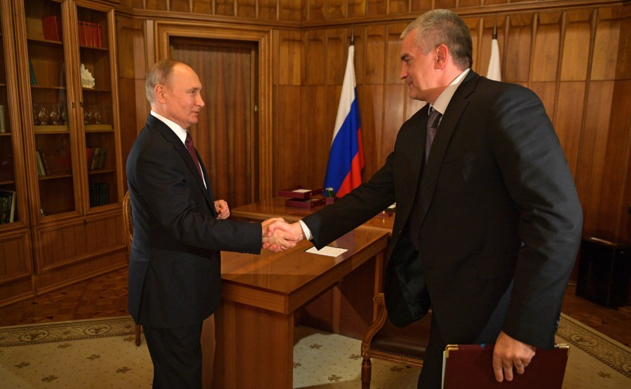 With Republic of Crimea Head Sergei Aksyonov. 1 SUR 3 f49hrDMnGHa2vU832NhPJXmOUGMTMuA0