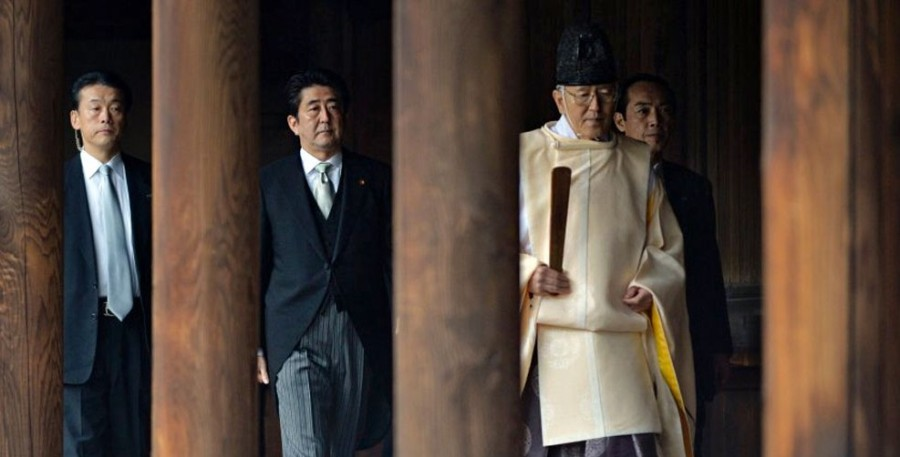 131226-japon-shinzo-abe-yasukuni-e1396362431310
