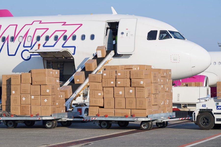 Hongrie nouvelle livraison de matériel médical en provenance de Chine 2020.04.04-szijjarto-fb
