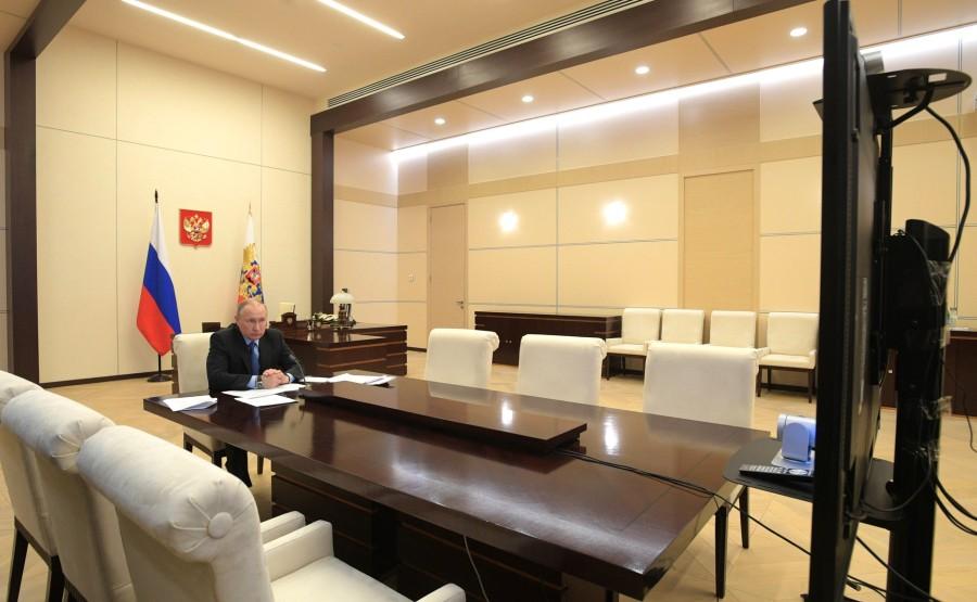 KREMLIN Réunion de la Commission PH 2 SUR 4 de coopération technologique militaire avec les États étrangers par vidéoconférence. klLKY0IBNQVBAis6AilAQUOYHl36ccWu