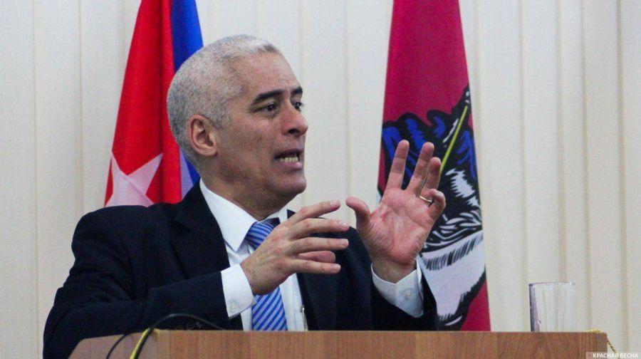 l'Ambassadeur de Cuba Gerardo Penalver Portal 23a0ee60fc69