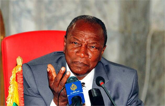 Le président de la Guinée Alpha Condé MjAyMDAyYTlmNTIwMDRjYzM5NmFlMGU1NTFmNWU1MjUxMDZhNGI
