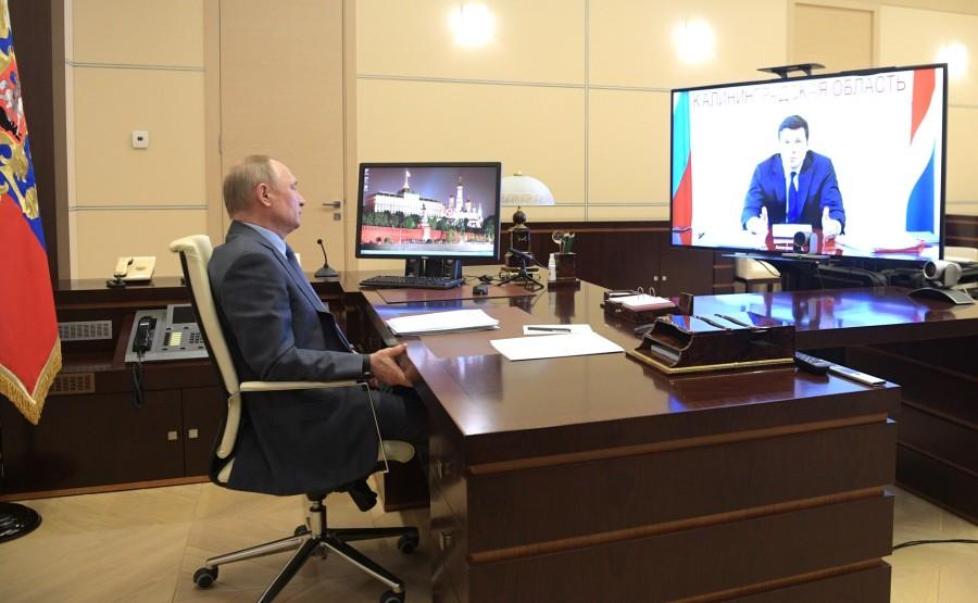Réunion de travail avec le gouverneur de la région de Kaliningrad, Anton Alikhanov, sous forme de vidéoconférence. PH 2 SUR 2