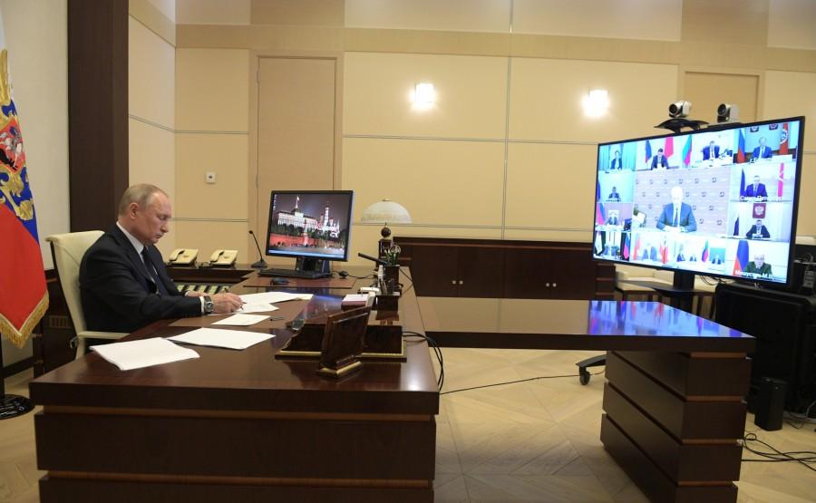 RUSSIE PH 2 SUR 10 Lors de la réunion avec les chefs régionaux sur la lutte contre la propagation du coronavirus en Russie. AjDAzA9R1AKfJHuQYgk0e31UDI3FF4YZ