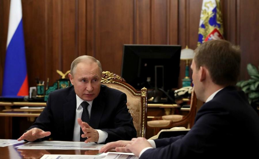 RUSSIE PH 3 SUR 4 LE 08.04.2020 Avec le ministre du Développement de l'Extrême-Orient russe et de l'Arctique, Alexander Kozlov. ljlBtkmGqxlrz7DzLnm9G57Ae05wAn9R