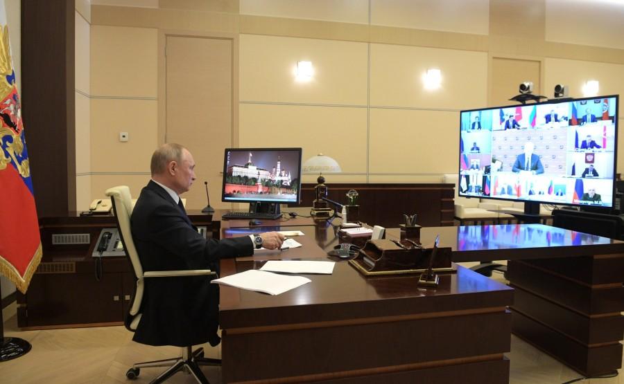 RUSSIE PH 5 SUR 10 Lors de la réunion avec les chefs régionaux sur la lutte contre la propagation du coronavirus en Russie. 6Fvq5TQGWNpAl0VQHnrgnkZWA0RzNIbI