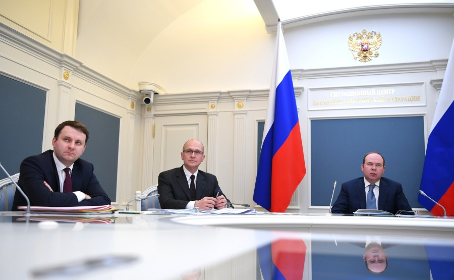RUSSIE PH 7 SUR 10 Lors de la réunion avec les chefs régionaux sur la lutte contre la propagation du coronavirus en Russie. iBUu3Er2lNuOkiO7oAp3Bn1mV7NNg2cn