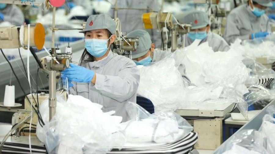 une-usine-de-fabrication-de-masques-en-chine-le-12-fevrier-2020_6249324