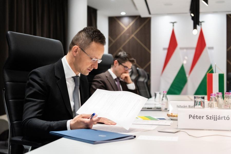 V4 2020.04.08-szijjarto-fbPéter Szijjártó « Même en ces temps difficiles, la coopération entre les pays du V4 est une réussite »