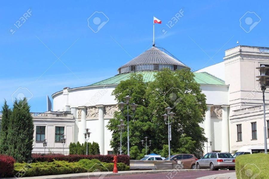 59171072-varsovie-pologne-19-juin-2016-vue-extérieure-du-bâtiment-du-parlement-sejm-à-varsovie-pologne-varsovie-est