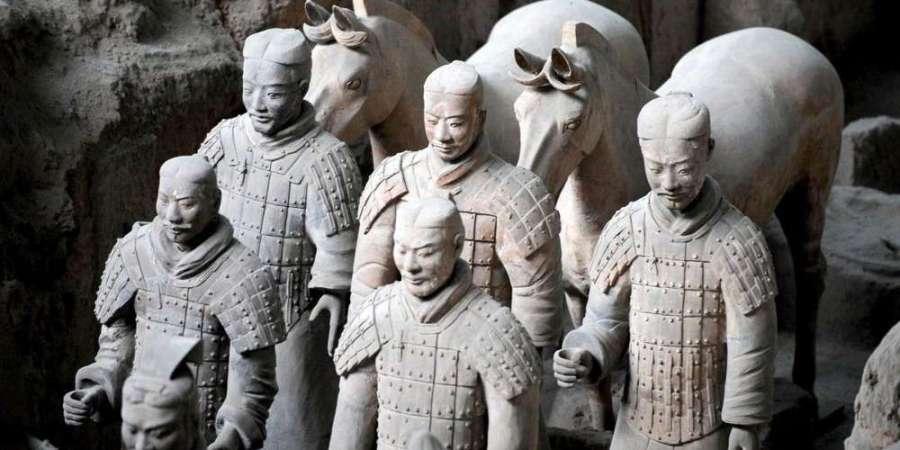 CHINE 7 A Xian, les statues de guerriers et chevaux
