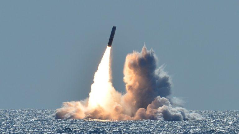 Lancement-W76-2-IDN-768x432 Le W76-2 sera lancé à bord de missiles Trident II D5. Crédits - Ronald Gutridge U.S. Navy