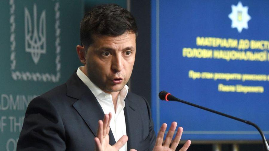 le président ukrainien Volodymyr Zelensky le-presdent-ukrainien-volodymyr-zelensky-ici-lors-d-une-conference-de-presse-le-23-juillet-2019-a-donne-son-feu-vert-a-l-arraisonnement-d-un-tanker-russe_6201846