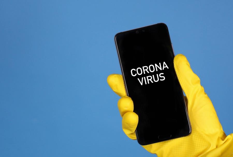 mobile-phone-coronavirus-marco-verch-flickr
