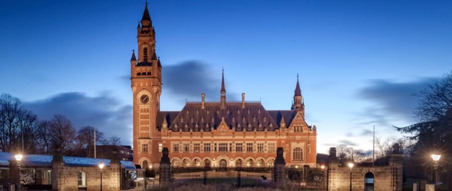 picture Le Palais de la Paix à la Haye, siège de la Cour Permanente d'Arbitrage