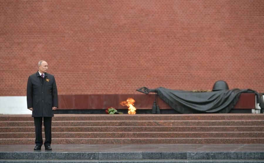 RUSSIE PH 14 SUR 26 Discours lors d'une cérémonie de pose de fleurs sur la tombe du soldat inconnu dans le jardin d'Alexandre. XbxPvEncwPy8AWK9UZf4XdY3LyBEACT7