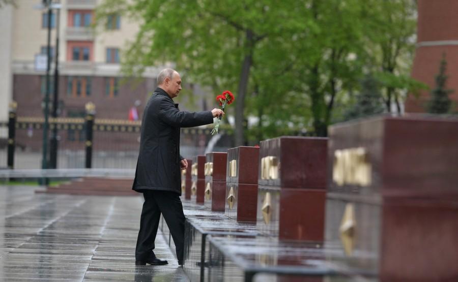 RUSSIE PH 16 SUR 26 Le président a déposé des fleurs sur les obélisques des villes héroïques et le monument honorant les villes de gloire militaire. i2TeLHPrrRF4d0F9SEcBELbGSjhlidSf