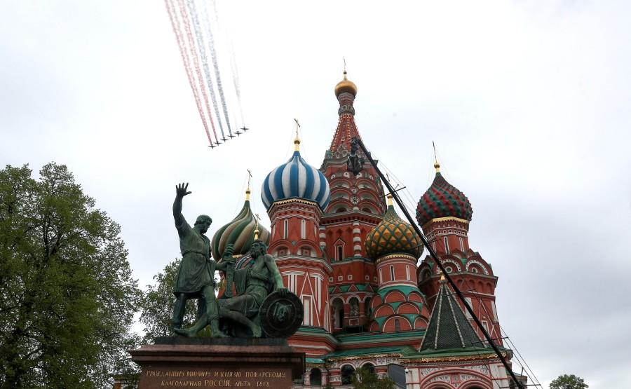 RUSSIE PH 21 SUR 26 Vladimir Poutine a observé un défilé aérien marquant le 75e anniversaire de la victoire depuis la place Ivanovskaya au Kremlin de Moscou. Photo Valery Sharifulin, TASS Fosh9dFAHaK3uI3Nbc25xAgUIaIq4A2S