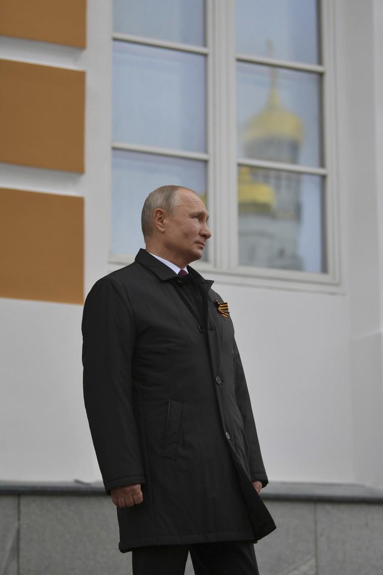 RUSSIE PH 23 SUR 26 Vladimir Poutine a observé un défilé aérien marquant le 75e anniversaire de la victoire depuis la place Ivanovskaya au Kremlin de Moscou. yAJrTkC7CQv9fh2MQHsHumqxMA6dhP57