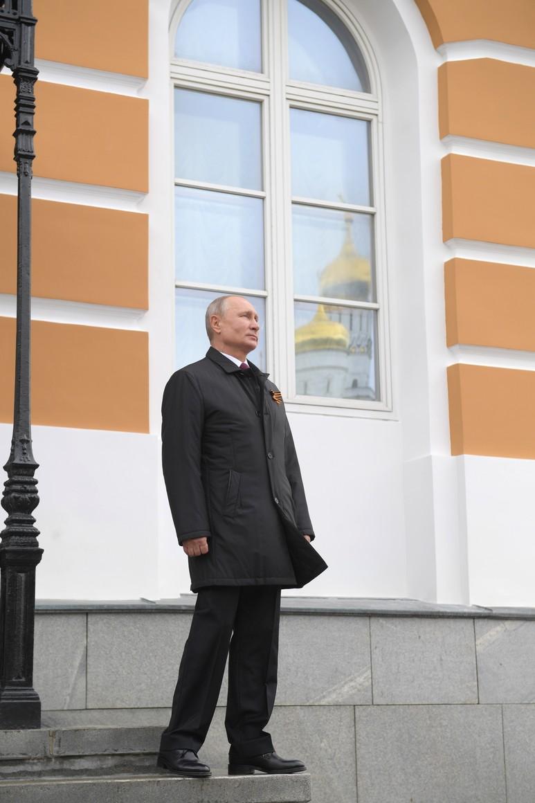 RUSSIE PH 25 SUR 26 Vladimir Poutine a observé un défilé aérien marquant le 75e anniversaire de la victoire depuis la place Ivanovskaya au Kremlin de Moscou. 65KfCMD2AzyCBNHrJd0n1f06rvSPdVKq