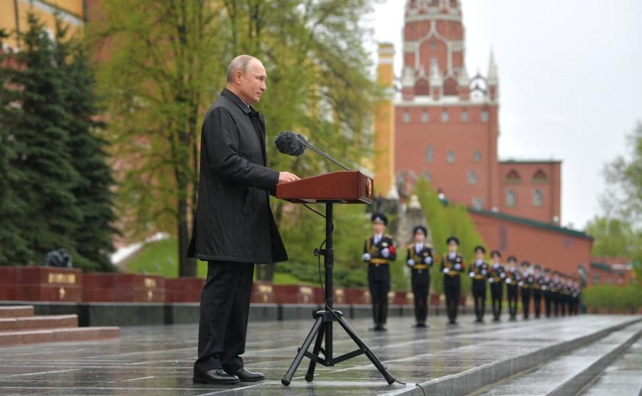 RUSSIE PH 7 SUR 26 Discours lors d'une cérémonie de pose de fleurs sur la tombe du soldat inconnu dans le jardin d'Alexandre. 5dbs5QYqyGgOJxX0gnvdvrk9aodA7E3h