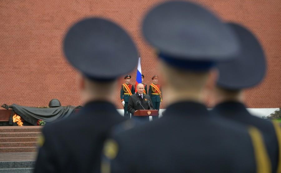 RUSSIE PH 9 SUR 26 Discours lors d'une cérémonie de pose de fleurs sur la tombe du soldat inconnu dans le jardin d'Alexandre. QJTw9uA4DIAZ3OOTUBf26KGPRYHbazQl