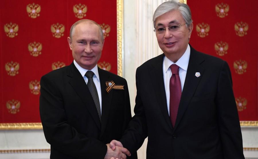 3 SUR 76 Avec le président du Kazakhstan Kassym-Jomart Tokayev avant le défilé militaire pour marquer le 75e anniversaire de la victoire dans la Grande Guerre patriotique.H5A4vKIL1JFs4VEvcmB0gjfugbUzcWuv