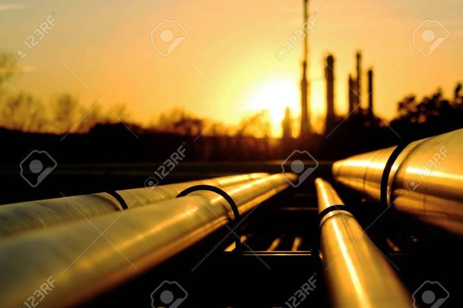 48714778-tas-d-or-allant-à-la-raffinerie-de-pétrole