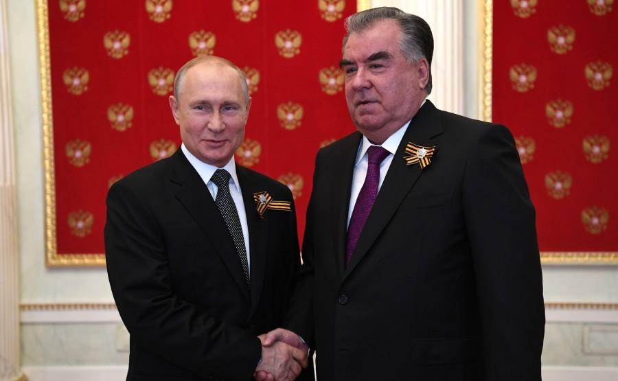 7 SUR 76 Avec le président du Tadjikistan Emomali Rahmon avant le défilé militaire pour marquer le 75e anniversaire de la victoire dans la Grande Guerre patriotique yJBJutzz0pSMmFi3IFmQAiOkSqdy4cWc