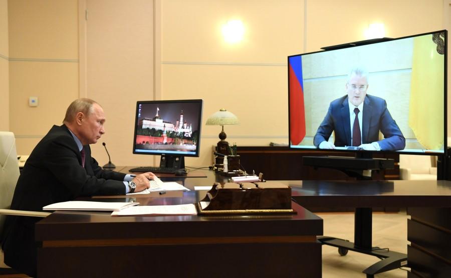 kremlin 11.06.2020 PH 1 SUR 4 Réunion de travail avec le gouverneur de la région de Penza, Ivan Belozertsev (par vidéoconférence). x71kSPBann0bdvCzfwqzYNBNWbLTEi7A