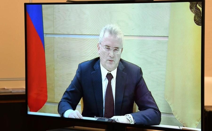 kremlin 11.06.2020 PH 3 SUR 4 Réunion de travail avec le gouverneur de la région de Penza, Ivan Belozertsev (par vidéoconférence). FKbLpN2pwYqf3FzAmKfn91EwYiAmSA1g