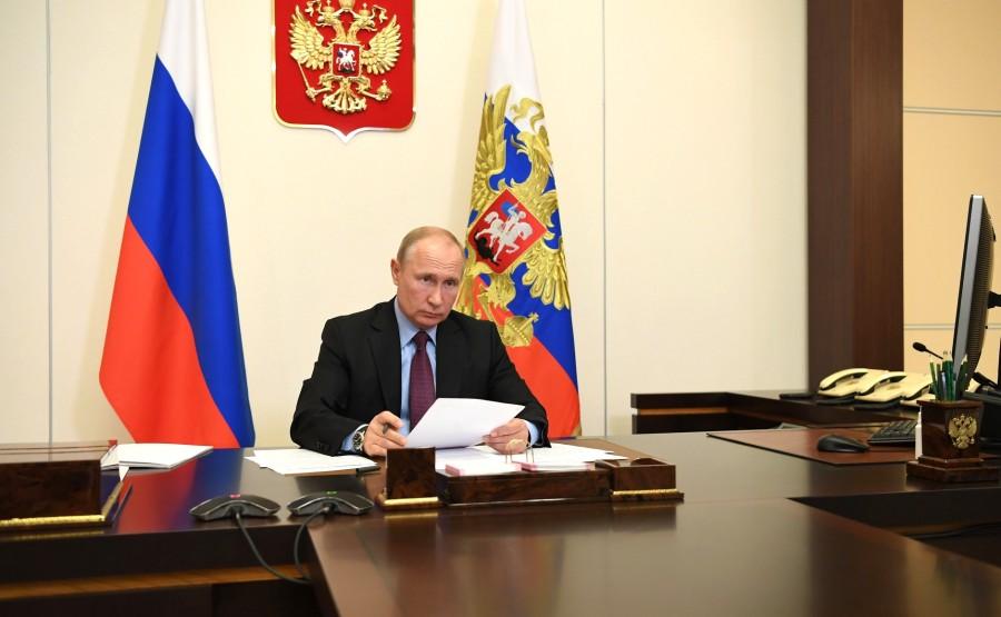 kremlin 11.06.2020 PH 4 SUR 4 Réunion de travail avec le gouverneur de la région de Penza, Ivan Belozertsev (par vidéoconférence). NRbSGmlKZkhRG4TxNOJHaQvw1DEJT1ba